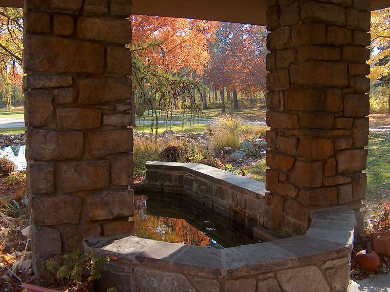 Graycliff-Fountain-Autumn-IL-Med-High-Res-HPIM21410.jpg