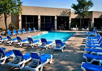 Outdoor-Pool0.jpg