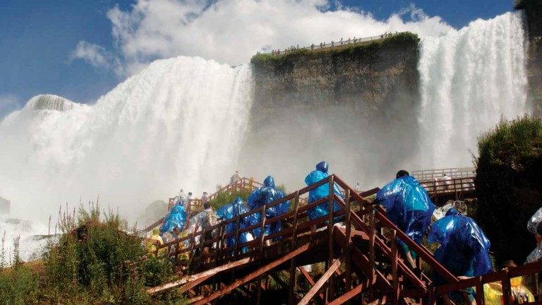 why is niagara falls a tourist attraction