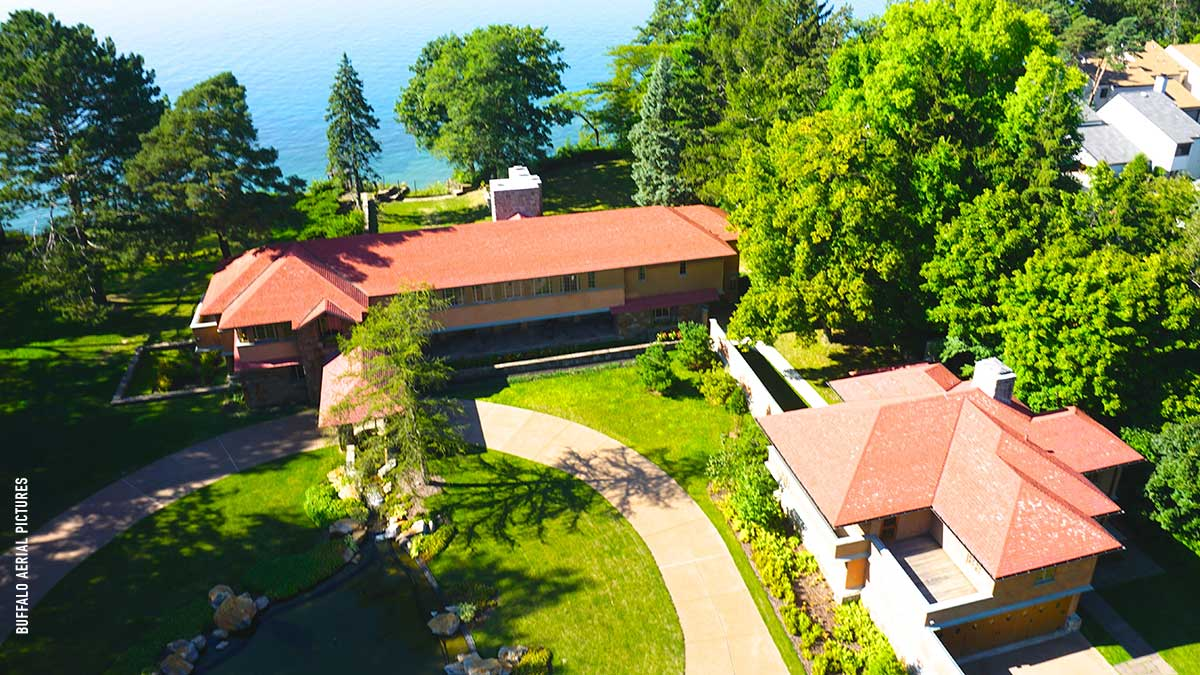 The estate sits on the edge of Lake Erie
