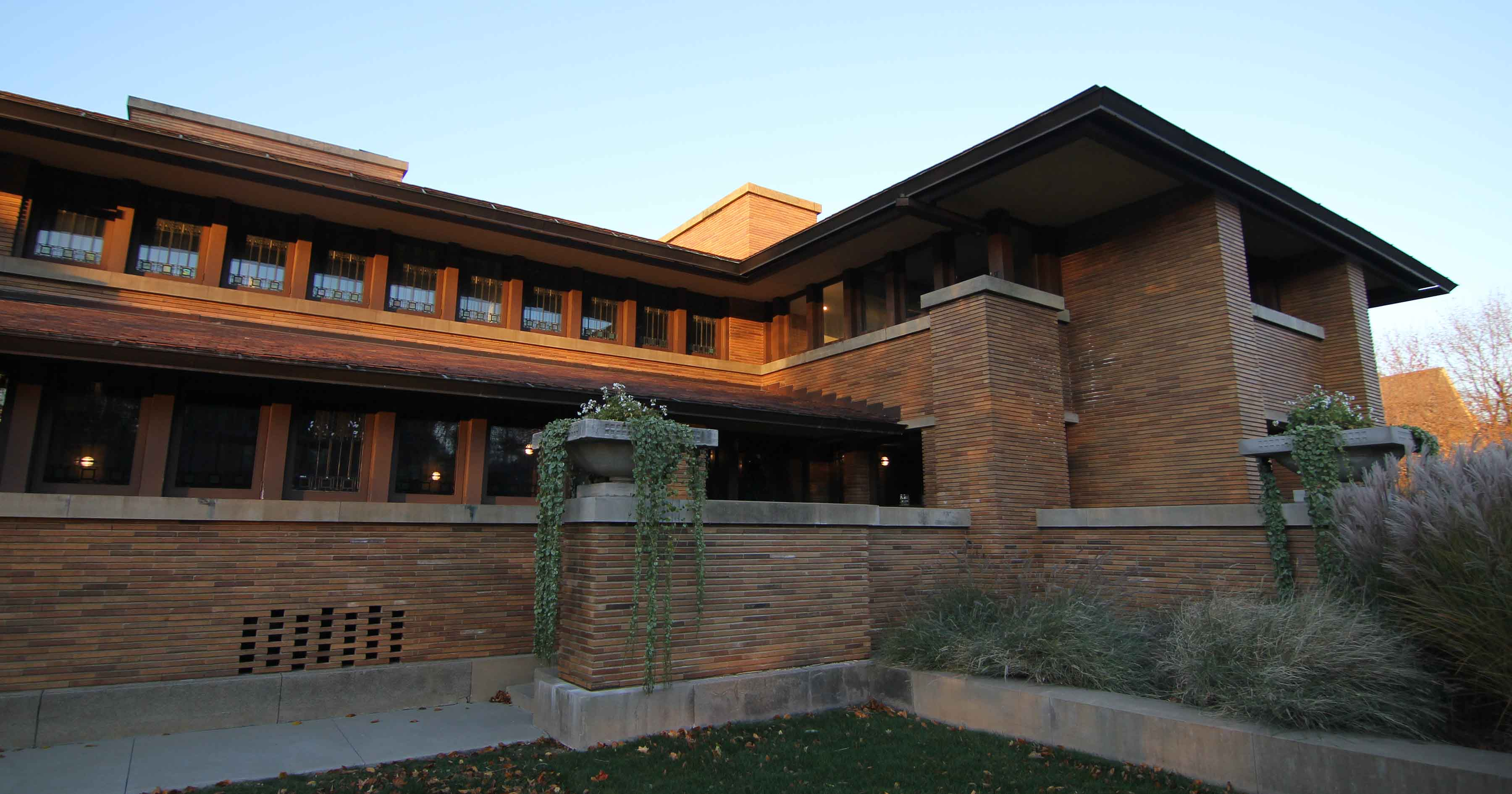 How to see the darwin martin house at twilight visit for Martins fish house
