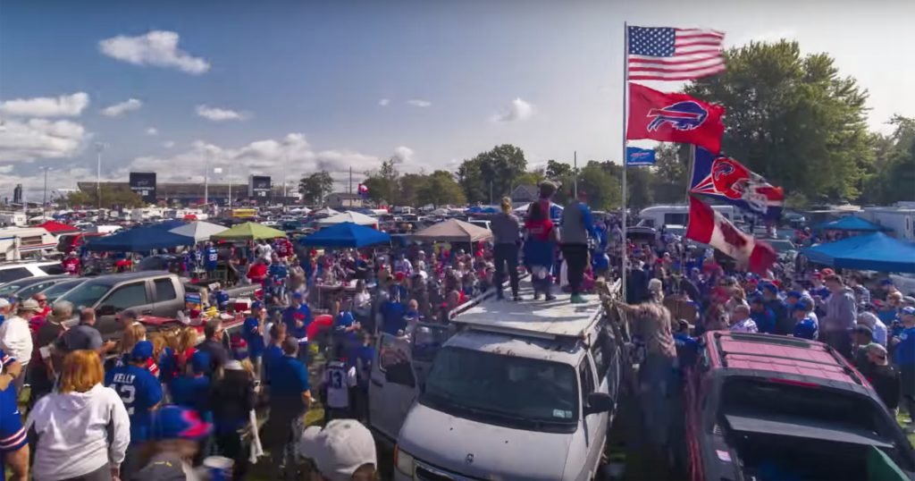 Niagara Falls Hotels >> 18 Must-Have Items for the Buffalo Bills Tailgate - Visit ...